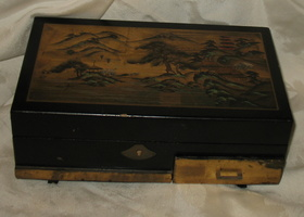 Black Lacq. Japanese Music Box Geisha Girl 50's
