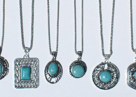 6 necklaces with turquoise stones