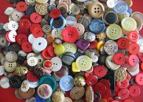 400+ Buttons lot from the 80s, plastic and metal