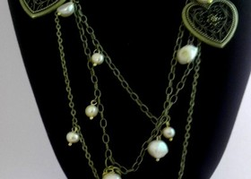Enthralling Hearts and Pearls  necklace