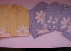 Pretty Daisy Paper Tags - 50 Tags