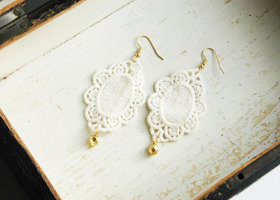 Lace Earrings - Off White - Gold drops - bohemian