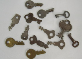 Lot of 12 Vintage & Antique Small Skeleton Keys