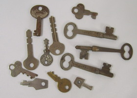 Lot of 12 Vintage & Antique Skeleton Keys