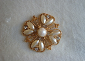 Gold tone metal  brooch with sparkling Clear Crystals