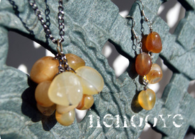 Agate Stone Grapes Necklace and earrings: FREE EXTRA EARRINGS IF YOU PASS $20!