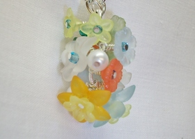 Spring Lucite Flowers Necklace
