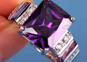 Gorgeous Princess Cut Amethyst Ring Size 7 SS
