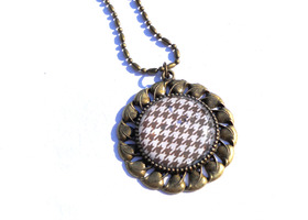 Houndstooth Vintage style pendant Necklace
