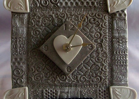 Unique Heart Table Clock